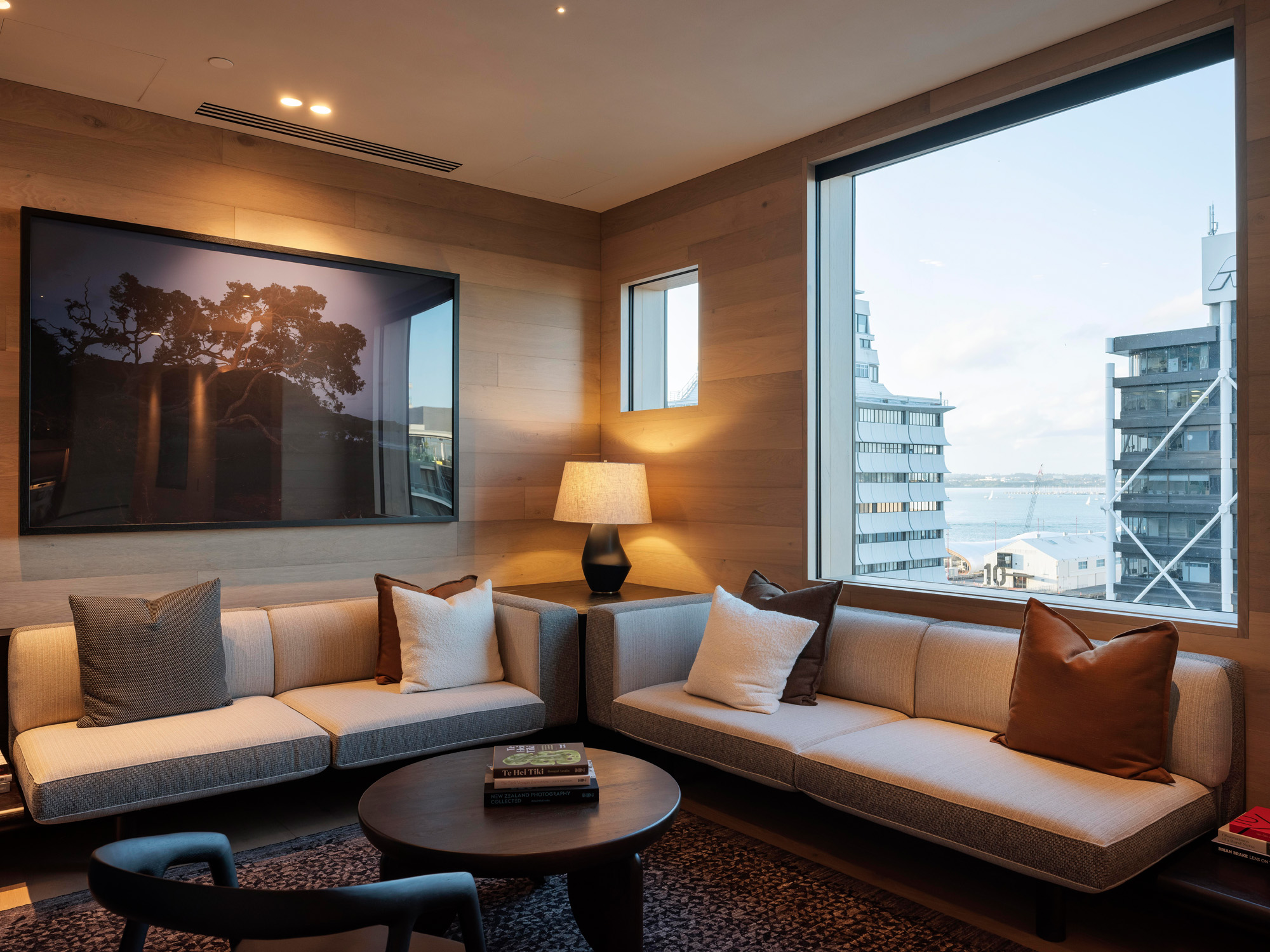 Te Puna Suite lounge city view - The Landing Suites in The Hotel Britomart